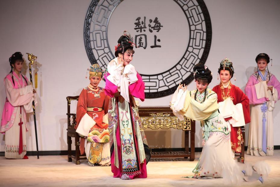 """2021""""欢乐春节""""古戏楼版越剧《红楼梦》在上海全球全网直播 ("""