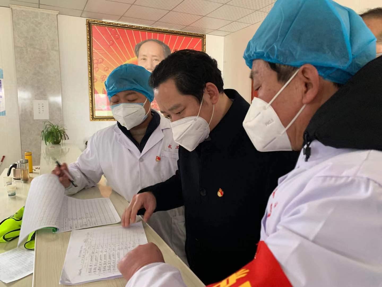 湖北省武穴市石佛寺镇2000名党员筑起 疫情防控安全线