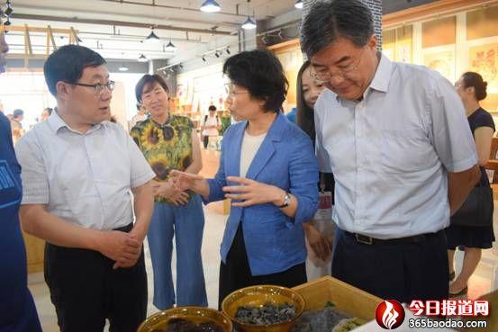 北航党委书记曹淑敏一行在中阳县调研电商工作