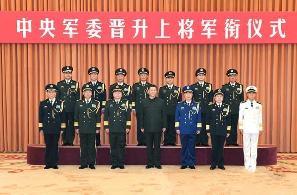中央军委举行晋升上将军衔仪式,习近平颁发命令状
