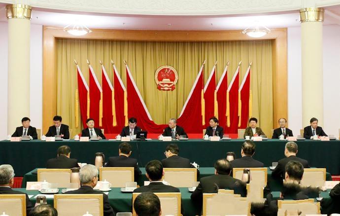 山东省十三届人大三次会议主席团举行第二次会议