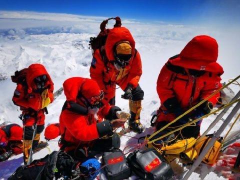 珠峰测量顺利完成!创造了中国人在峰顶停留时长新纪录