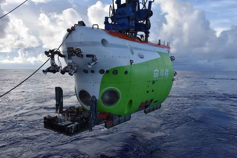 """全海深载人潜水器""""奋斗者""""号正式投入常规科考应用"""