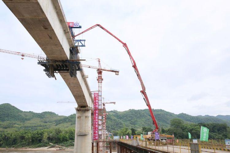 中老铁路跨湄公河特大桥实现首桥合龙