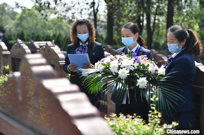 清明节将至 成都公墓推出代祭服务受欢迎