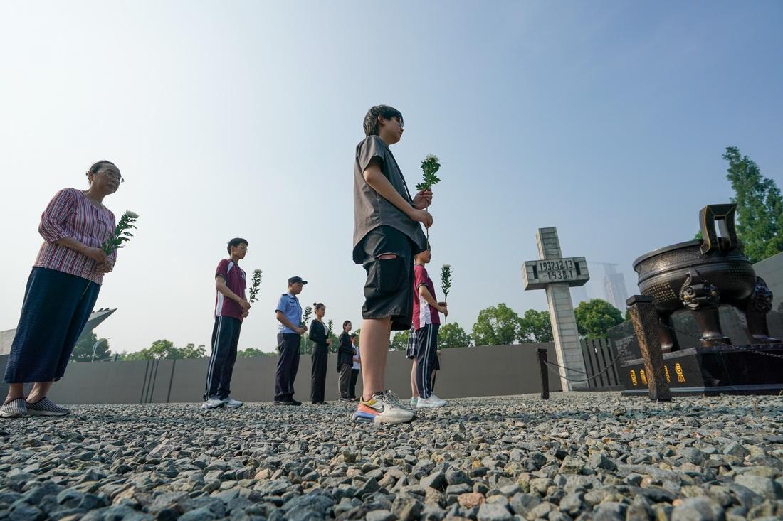 南京:撞响和平大钟