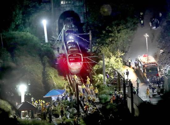 台火车出轨50多人遇难!罹难司机两年前刚逃过一劫!事故频发暴露了啥?